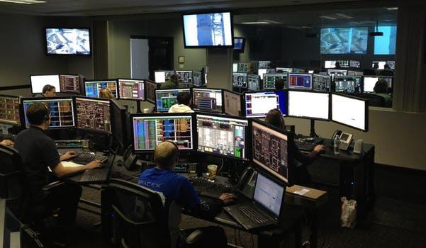 Überwachung des Zugverkehrs in Betriebführungszentrale